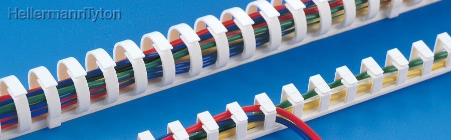 配線をまとめたり取り出したりが自由なダクト