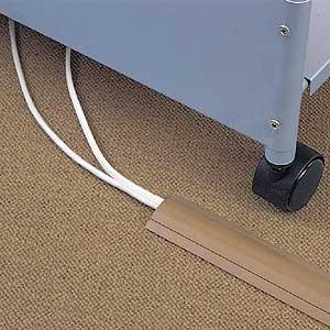 床の配線は危険がないようにしっかりモールしましょう